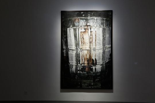 石冲 《景中人之六》 226×145cm 布面油画 2001