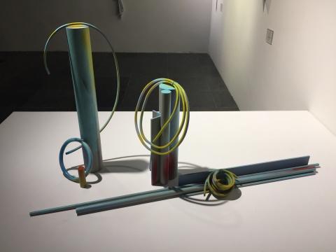 周思维 《霓虹、痛、铝,LED》 62×28cm,44×30cm,10×121cm 不锈钢,丙烯色,自喷漆 2014
