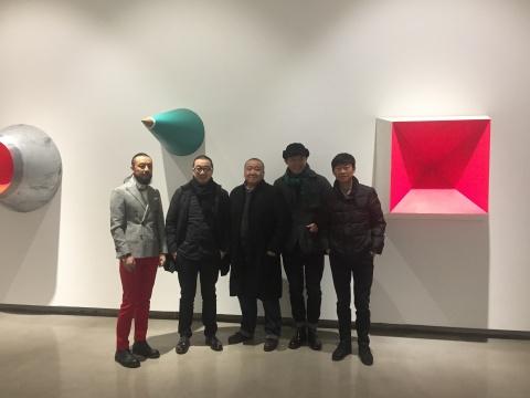 左起:魔方MOCUBE出品人何脉、艺术家唐晖、艺术家唐骁、艺术北京总监董梦阳、策展人戴卓群