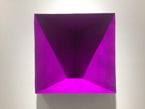 唐骁 《紫色的切口》 100×100×51cm 铁、锌板、丙烯酸溶液、漆 2016