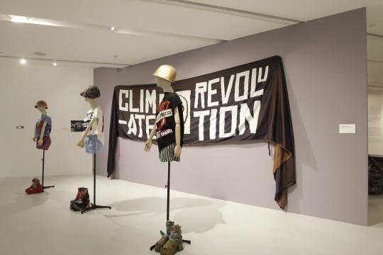 薇薇安·威斯特伍德气候革命横幅及三款气候斗士设计