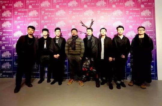 """""""大城小市""""圣诞&新年创意市集现场VIP开幕合影"""