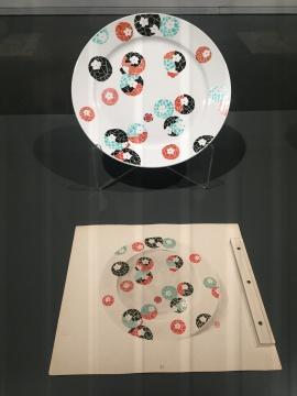 瓷盘图案细节