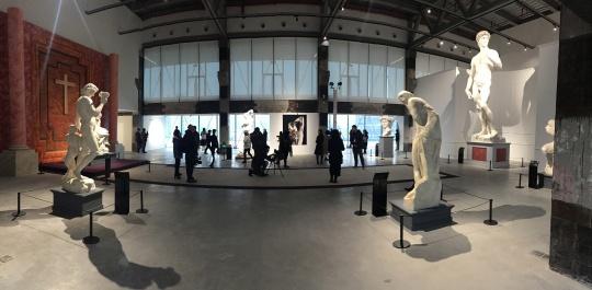 雕塑展览现场