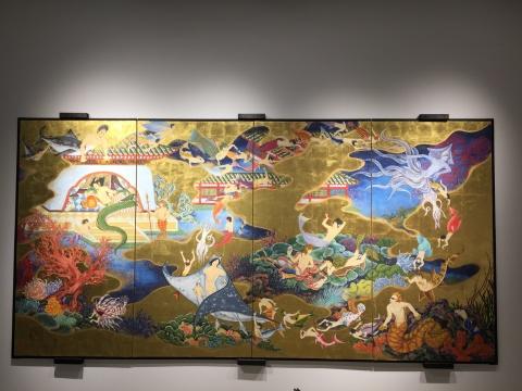 木村了孑 《魔都之海-龙宫乐园图屏风》 340×176cm 和纸金箔贴面 2016