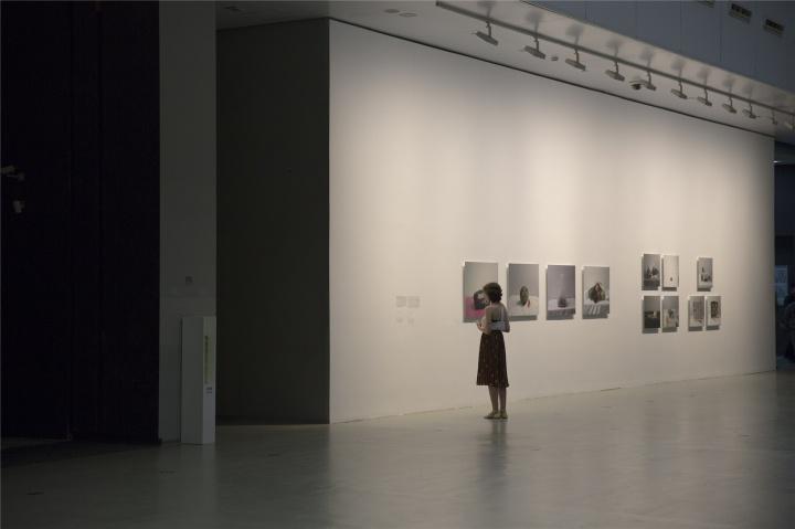 """2016年7月,上海当代艺术博物馆 """"零食""""群展现场"""
