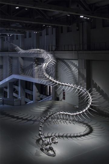 """2016年3月,上海当代艺术博物馆 黄永砅个展""""蛇杖Ⅲ""""现场"""