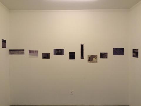 中间小房间 展出李青部分用于创作的摄影素材