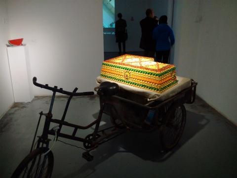 《切糕》 92×53×23cm LOZ积木颗粒+人力三轮车 2016