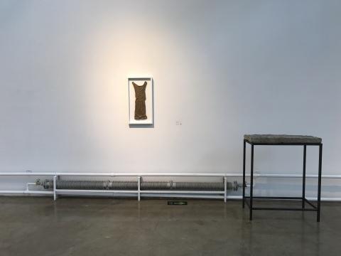林智《摩挲系列-物》74X39cm 泥,棉花 2015