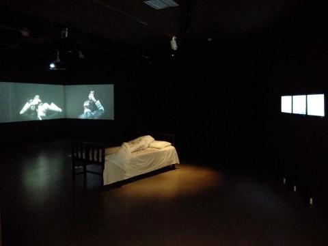陈秋林的影像装置作品《一天》