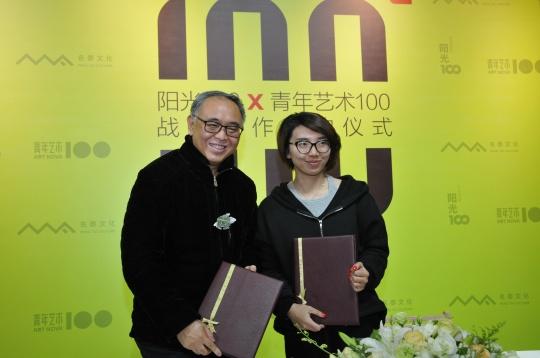 签约仪式:阳光100集团副董事长 范小冲先生、青年艺术100总裁 彭玮女士