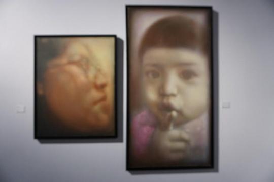 庞茂琨用画笔遮住现实世界过度刺眼而喧嚣的光线,去探查人性的隐蔽思绪