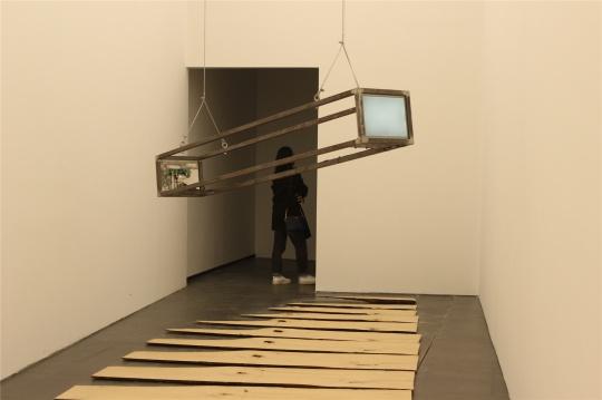 廖斐《无限接近平坦》《一件地球雕塑》