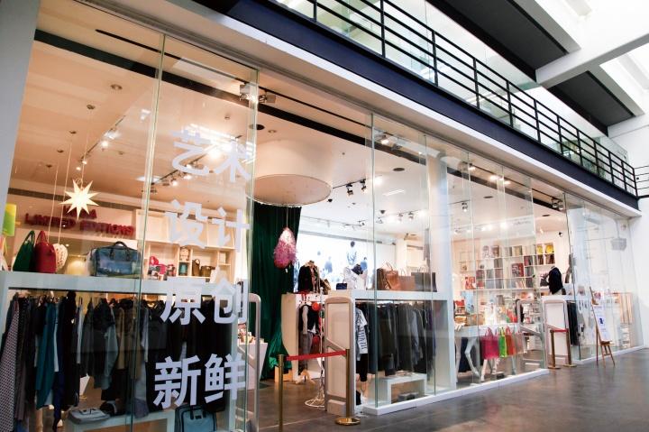 2012年5月,尤伦斯艺术商店在798艺术区4号路的沿街新店开张