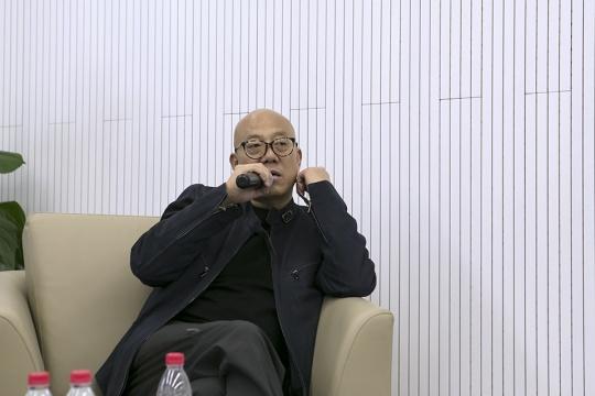 参展艺术家庄辉与刘婷在发布会现场