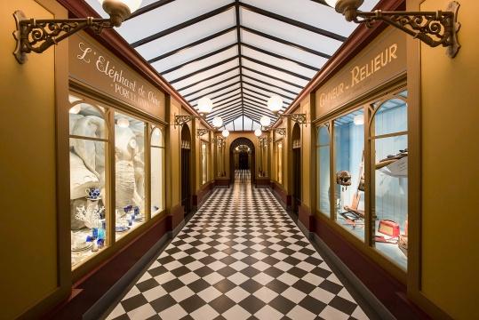 这座走廊虽建于19世纪,却依然是当今巴黎人漫步的好去处,两侧的商铺中陈列着各种奇妙而有趣的物品。