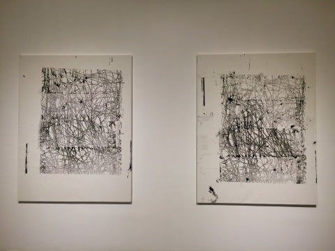 痕迹和错版式的表现形式是于林汉作品的一大特色