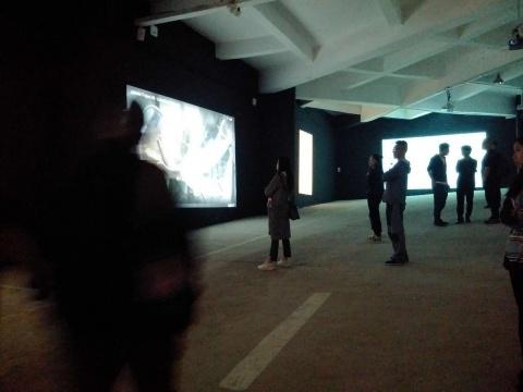 美术馆的地下停车场每两年会被改造为展厅