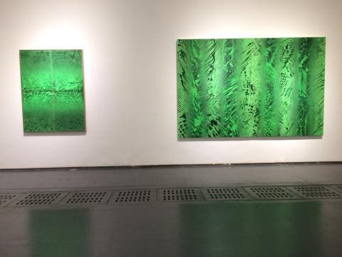 绘画转向抽象语言的萧搏用身体的运动在画面留下了具体痕迹