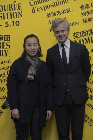 获奖艺术家张如怡和法国娇兰全球总裁兼首席执行官Laurent Boillot