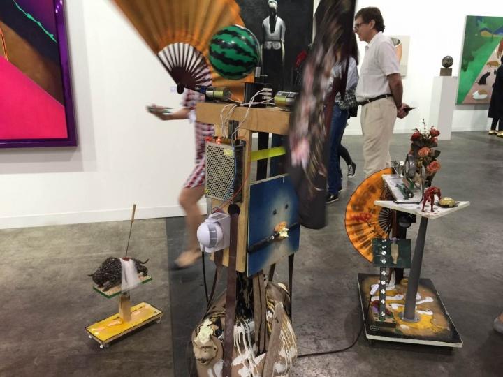 一幅标价70万元人民币的马轲作品《刻舟求剑之四》,是站台中国此次参展最高价作品