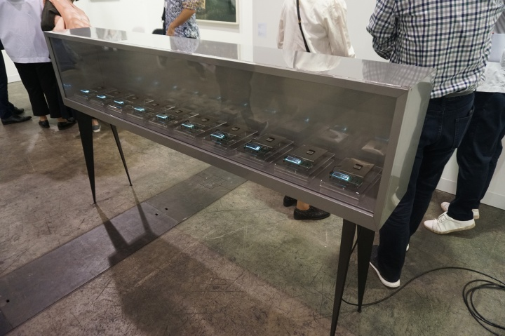 LEO XU Projects带来的aaajiao徐文恺作品《视觉碑林》,标价9万元人民币