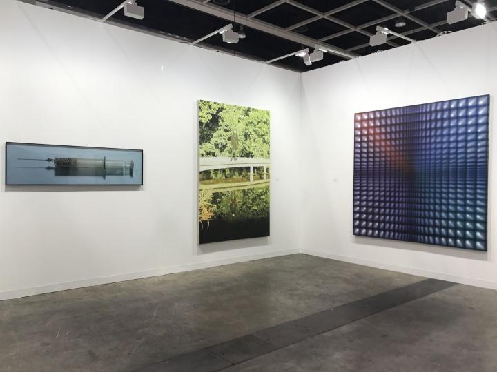 与迈阿密巴塞尔带了高露迪个展不同的是,空白空间此次以艺术家群展的方式展出,其中何翔宇的《柠檬》以80万元人民币居于最高价
