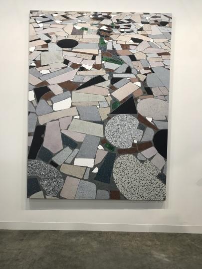 比较而言,陈飞依然是中国年轻艺术家中的佼佼者,在贝浩登有一张2米尺幅作品展出的同时,麦勒画廊展出了其从未亮相的新作《场景描述》,同样为2米高大尺幅作品