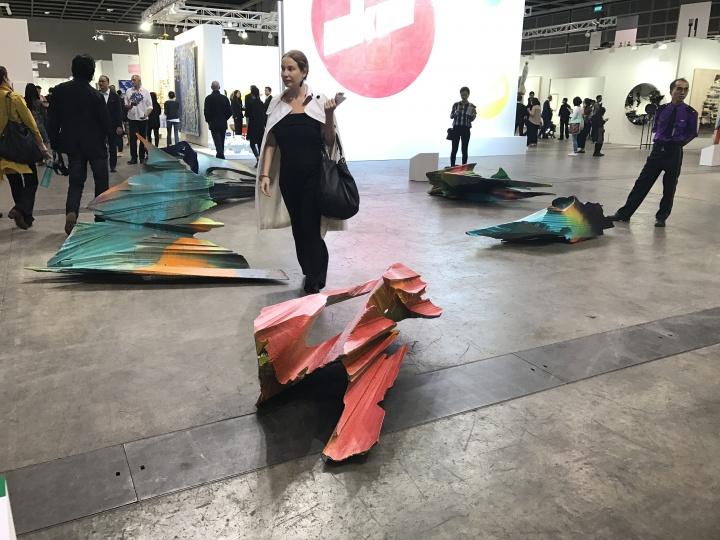 艺聚空间高古轩画廊艺术家Katharina Grosse的个人项目