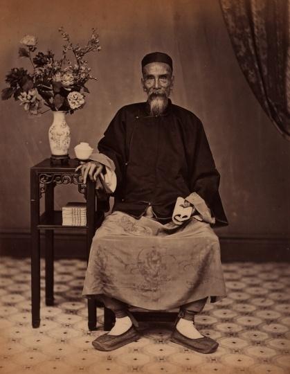 阿芳《老者坐像》21×27cm蛋白照片1861 -1870