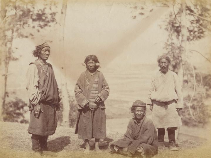 佚名《藏南地区人物肖像》9.4x15.8cm蛋白照片1880s-1900s