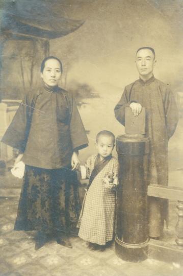 阿芳《三口之家站像》19x13cm银盐纸基1920s