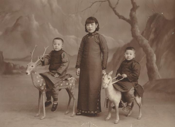佚名《母子合影》11x14cm银盐纸基1930s