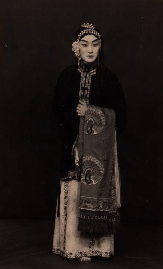上海大都会照相馆《尚小云戏装照》13x9cm银盐纸基1930s