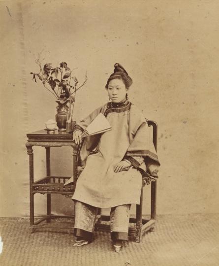 阿芳《福州小脚女子坐像》22×18cm蛋白照片1870s