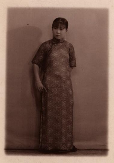 同生照相馆《民国女子站像》9x6cm 银盐纸基1920s