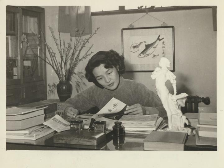 范傑《女歌唱家周小燕》7.2x10.2cm银盐纸基1956