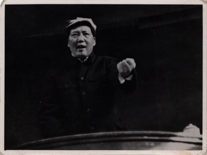 """吴印咸《毛泽东在招待陕甘宁边区劳动英雄大会上做题为""""组织起来""""的讲话》银盐纸基1943"""