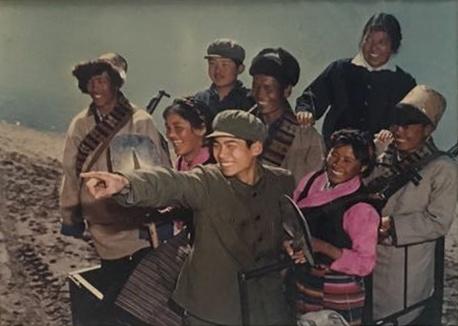 昆明军区政治部《纪念延安文艺座谈会三十周年展览照片》银盐纸基1972
