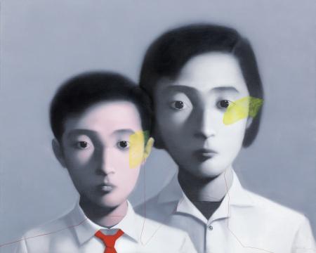"""张晓刚 《血缘:大家庭系列》160×200 cm 油彩画布 2006  估价: HKD 9,000,000 - 12,000,000      是次春拍,嘉德香港呈现的这件作于2006年的《血缘:大家庭系列》,不仅标志着张晓刚""""大家庭""""系列艺术上去繁化简的成熟,更标志着经过十多年激荡发展的中国当代艺术的一种成熟,是一件极具时代浓缩意义的作品。原作尺幅巨大、并立的双人构图大气富有张力,为市场少见;画面笔触细腻耐看、足见功力,乃艺术家极具用心之作。作品价格在市场趋冷的大环境下,相应调整在一个客观合理的估价范围之内,因此实为一件极具性价比的高质量佳作。      为什么聚焦台湾战后现当代艺术?为什么选择顾福生、庄普作为聚焦的代表?      时逢亚洲当代艺术市场板块迭代之际,持续学术梳理,挖掘、培养新的重要专题与优秀艺术家的作品对于拍卖公司来说变得至关重要。台湾战后美术的发展,不仅弥补了新中国红色美术时期对于现代主义美术推进的空白,更在文化理念、绘画语言上承袭大陆前辈艺术家自由意志之精髓,并在政治动荡、观念束缚的年代里,肩负起与外界对话的先锋使命,成为中国现代绘画探索道路中关键的承上启下篇章,拥有众多尚未被市场深刻发掘的优秀艺术家。"""