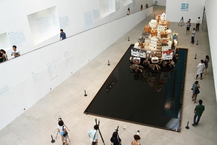 """中央美术学院美术馆""""CAFAM未来展"""",这两部分已经成为中央美术学院美术馆的重要品牌,张子康坦言未来将继续加大这两部分的内容,并邀请前馆长王璜生继续参与"""