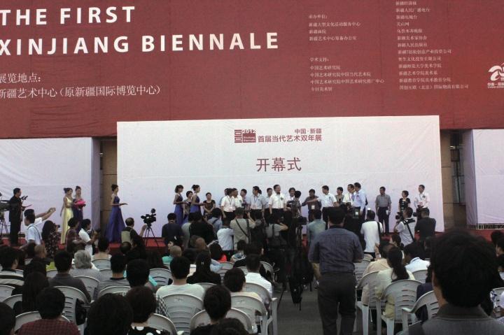 """2012到2014年张子康出任新疆文化厅副厅长期间举办了""""新疆双年展"""""""