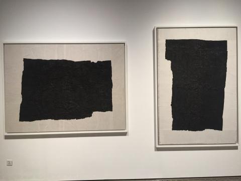 《黑白横》140×180cm 墨,纱布,宣纸 1989-1990 、《黑白竖》190×130cm 墨,纱布,宣纸 1989-1990
