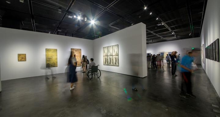 """银川当代美术馆""""声东击西:东亚水墨艺术的当代再造""""展览现场"""