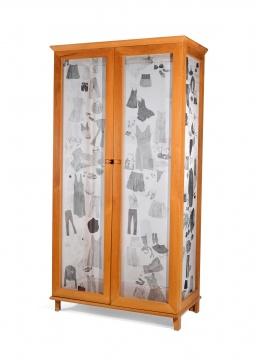 胡晓媛《三衣六物》60×120×240cm木、绡、水墨、玻璃、颜料2008  成交价:34.5万元(估价:30万-40万元,北京保利,王兵竞得)