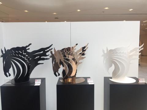 孙鸥《生肖黑马》、《生肖金马》、《生肖黑马-2》 100×60×40cm 不锈钢喷漆 2017  ¥12000(每个)