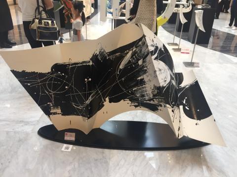 孙鸥 《雪山雪山》 200×120×75cm dia雕塑涂绘 2016¥160000