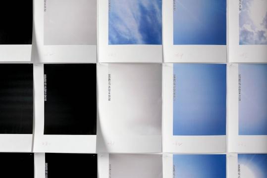 庄辉《安西风口》红外远程彩色相机 数码打印 23x21x124cm 2014