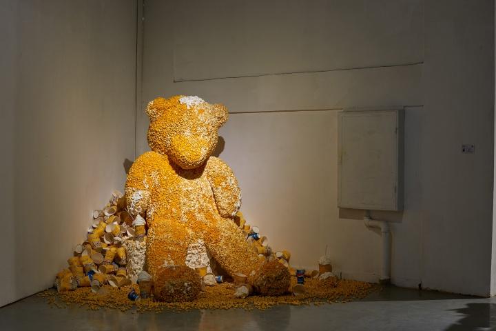 杨梅艺 《糖衣》 爆米花  雕塑系 指导教师:谢彬、龚吉伟、王比、娄金